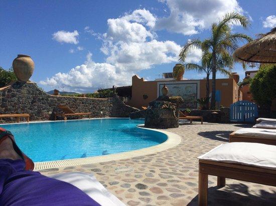 Hotel Mamma Santina: Poolside chillin