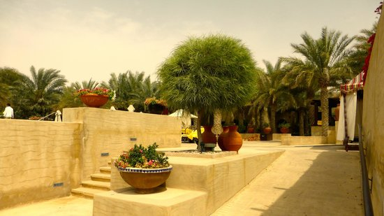 Bab Al Shams Desert Resort & Spa: Attractive grounds