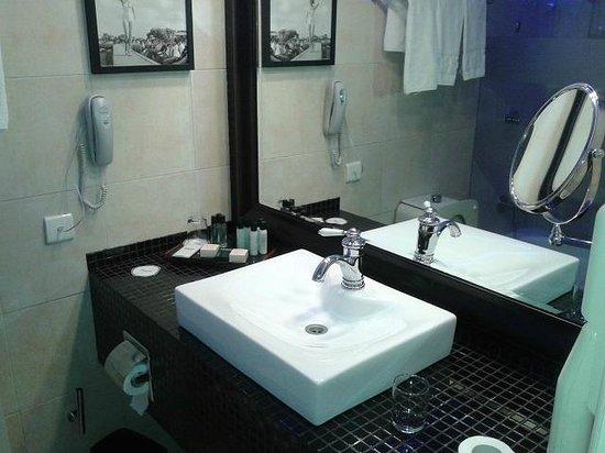 Herods Tel Aviv: large and beautiful Bathroom