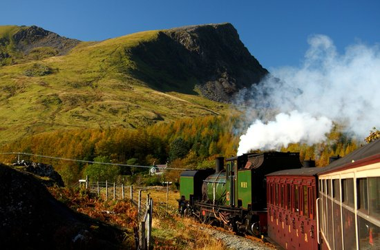 Портмадог, UK: Welsh Highland train near Rhyd Ddu