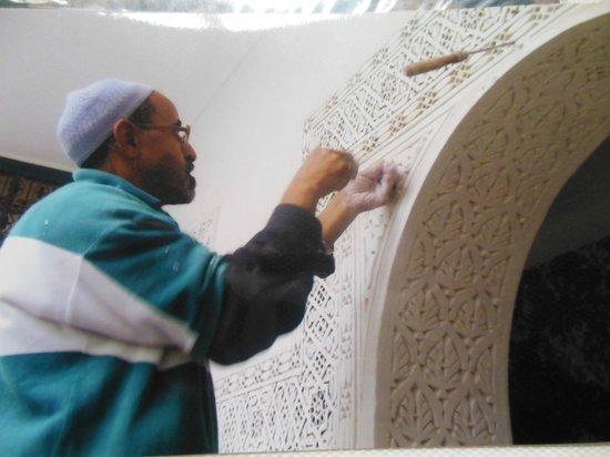 Riad Bleu Du Sud: Foto del lavoro artigianale eseguito per costruire il Riad