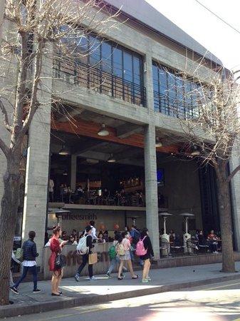 Garosu-gil: Open Concept Cafe