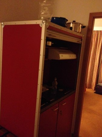 Hotel du Boulevard: kitchen booth in room