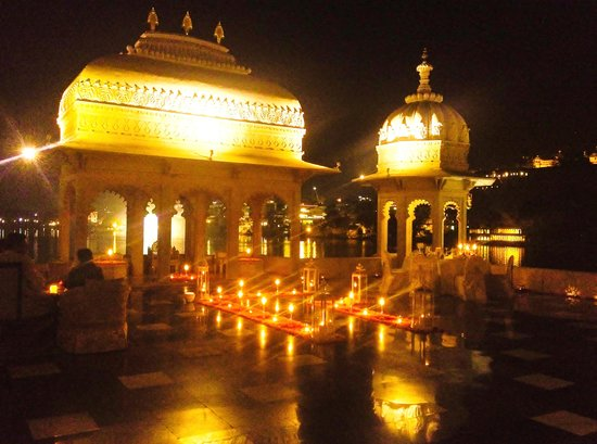 Taj Lake Palace Udaipur: Mewar Terrace- All Decked Up & Traditionally Lit