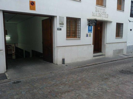 Maestre : Krappe ingang garage