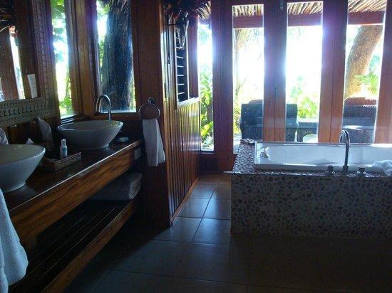 Namale Resort & Spa : Bathroom