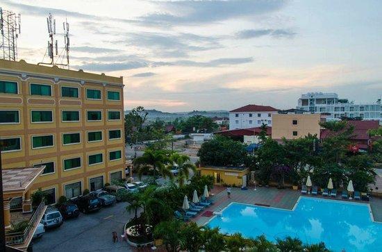 Golden Sand Hotel: Early Light before Sunrise