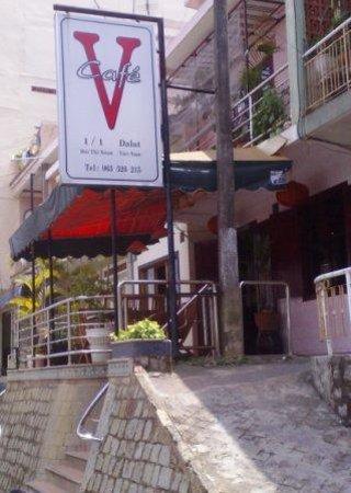V Cafe (Restaurant/Bar/Live Music): Vcafe
