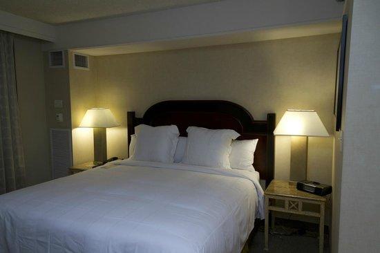 Renaissance Los Angeles Airport Hotel: Jr Suite Bed