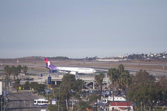 Renaissance Los Angeles Airport Hotel: Jr Suite View