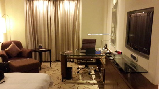 Lemon Tree Premier, Leisure Valley 2: Work desk in room
