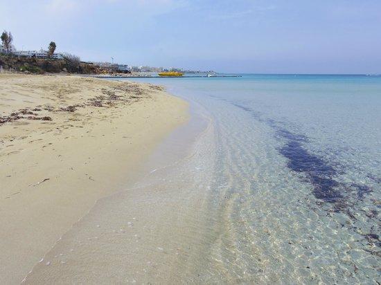 Capo Bay Hotel : Clear beach