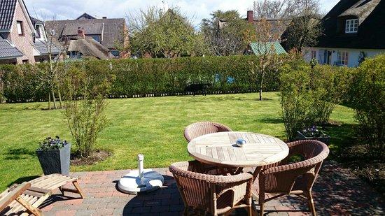 Rackmers Hof: Terrasse mit Garten