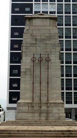 Statue Square and Cenotaph: Cenotaph in Hong Kong