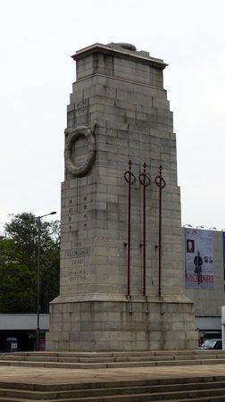Statue Square and Cenotaph: Cenotaph near Statue Square