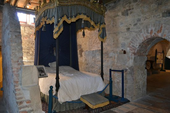 Lulworth Castle & Park: King sized bed?
