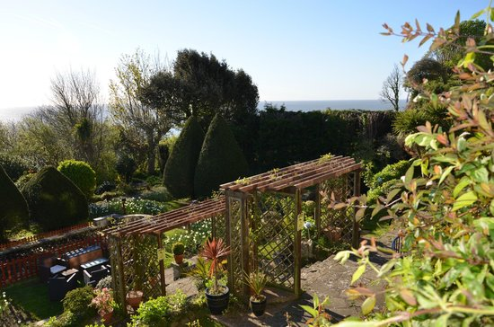 Luccombe Hall Hotel : Beautiful gardens with magnificent coastal views