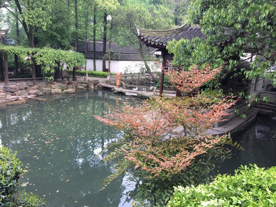 Xingfu Temple: Calm and beautiful place:)