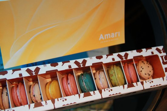 Amari Watergate Bangkok : Welcome Card and Biscuits