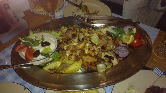 Taverna Dionysos : Блюдо на двоих
