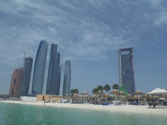 InterContinental Abu Dhabi: Strand Blick.