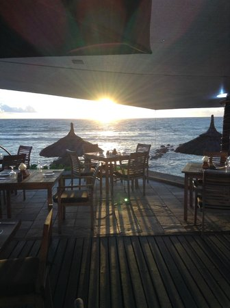 Récif Attitude : Beach restaurant in the afternoon