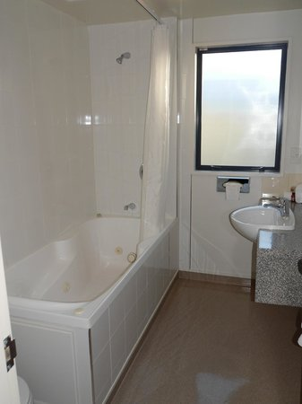Bella Vista Motel: Ensuite bathroom Exec King Spa Studio