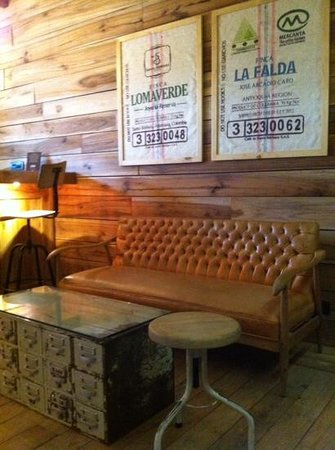 Pergamino Cafe: inside the cafe