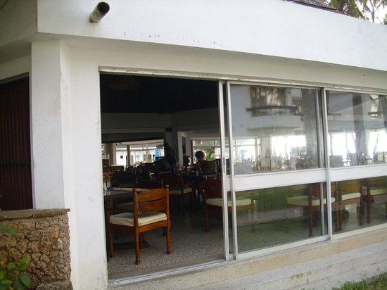 Kenya Bay Beach Hotel: Blick in das Frangipani-Restaurant