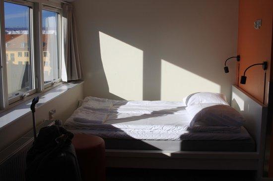 Generator Hostel Copenhagen : The bed and the big windows