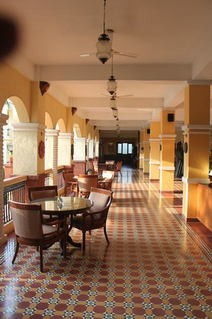 Country Inn & Suites By Carlson : The Lobby
