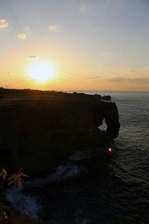 万座毛の夕日 - Picture of Cape Manzamo, Onna-son - TripAdvisor