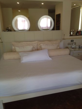 Beloved Playa Mujeres: The king size bed