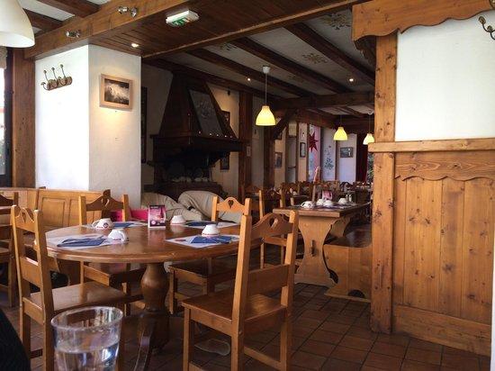 L'Akemione: La salle de restauration au bord de l'Arve