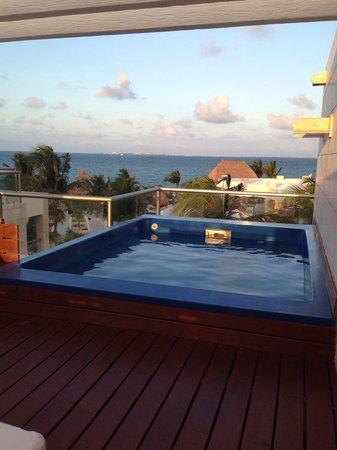 Beloved Playa Mujeres: Roof top pool what a view