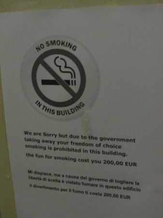 Hotel Manofa: I wonder why Hilton hotels do not use the same system to inform their guests not to smoke in roo