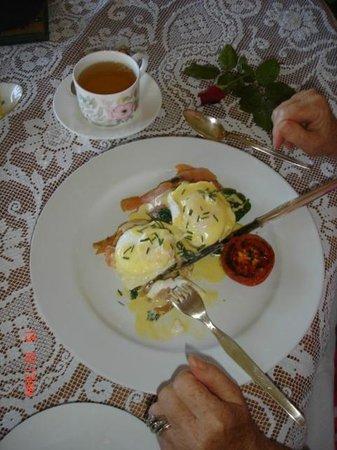 McGowans B & B: Eggs Benedict