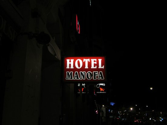 Hotel Manofa: Hotel sign