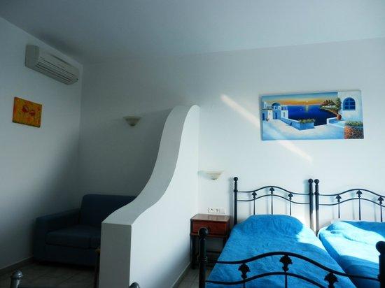 Lindian Myth Studios: Blue&White