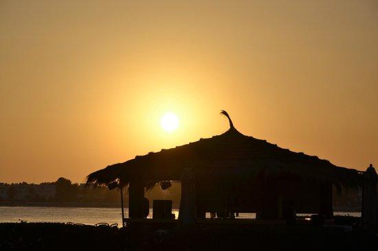 El Mouradi Djerba Menzel : Tramonto in spiaggia