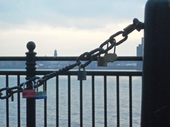 Albert Dock : Our Love Lock