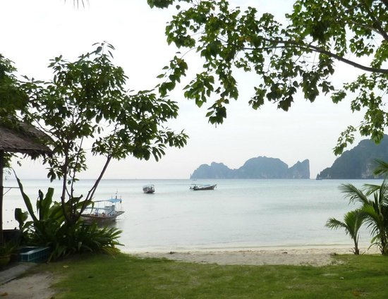 Phi Phi Andaman Beach Resort : 目の前のビーチ