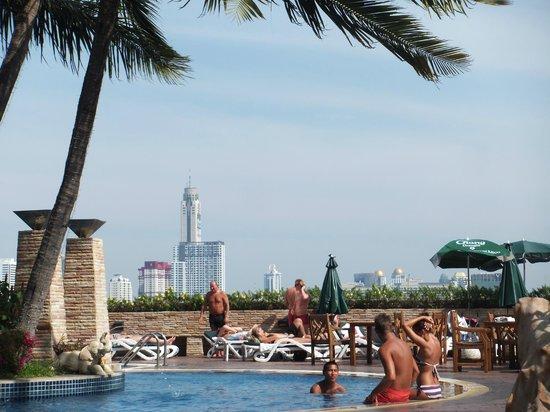Prince Palace Hotel: ホテルのプール