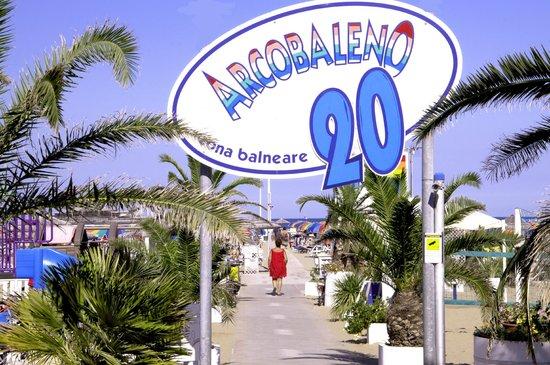 stabilimento balneare - Foto di Bagno 20 Arcobaleno, Rimini ...