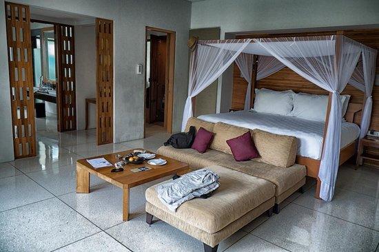 The Samaya Bali Seminyak : Huge bed
