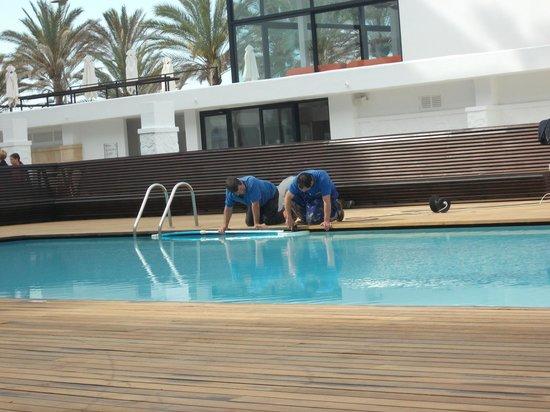 Iberostar Bahia de Palma: how to sand near water, electrocution is an option