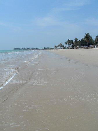 SENTIDO Graceland Khao Lak Resort & Spa : Bang sak beach