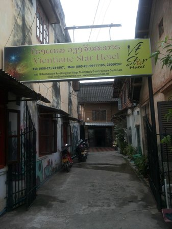 Vientiane Star Hotel, entrance from the street