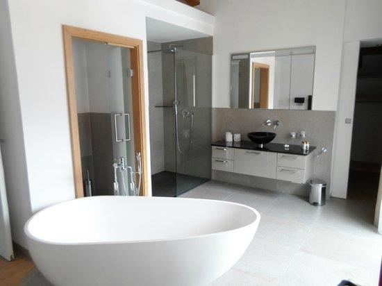 Haus Alpa Zermatt: Bathroom in Master bedroom