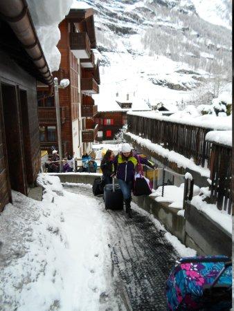 Haus Alpa Zermatt: Walk up to the Chalet
